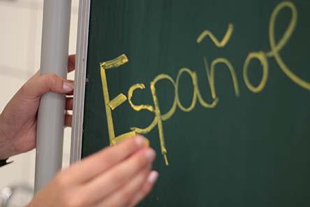 Español written on a chalkboard