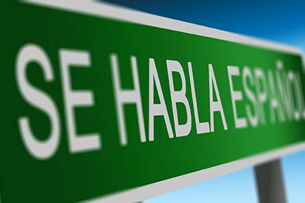 Se Habla Español written on a road sign